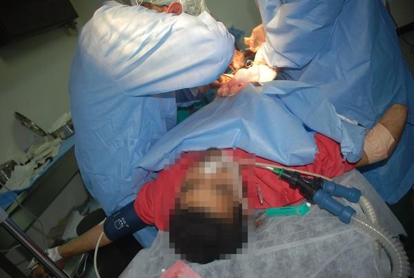 為搶拉拉熊遭砍!16歲兒「心臟插刀」昏迷 母淚撤維生器:想陪他走