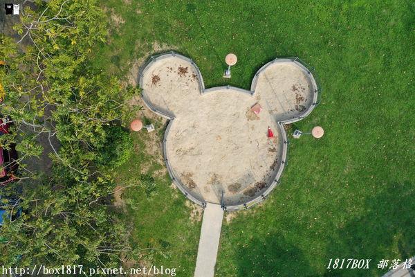 「超巨大米奇棒棒糖」躺在草皮上!台中版迪士尼公園 免門票爽玩4區