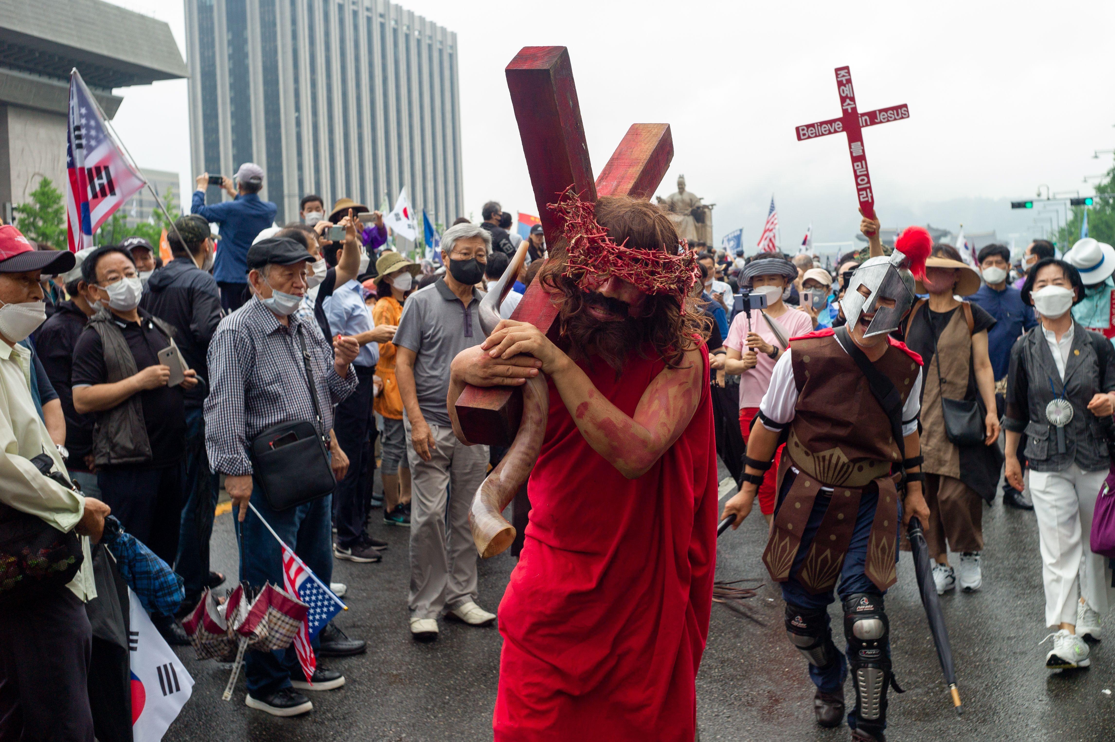 ▲▼南韓部分基督教信徒與保守派份子,15日前往首爾光化門示威。(圖/達志影像)