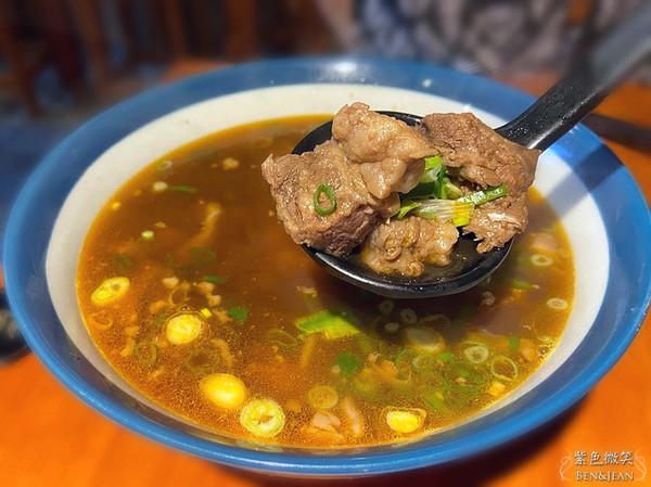 肉軟嫩、紅燒湯濃郁!宜蘭人氣牛肉麵只要100元 滷味入味多汁