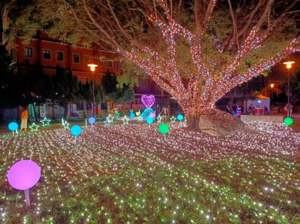 八卦山天空步道「幸福鵲橋」點燈了 七夕手牽手逛戀愛滿點的桃喜市集