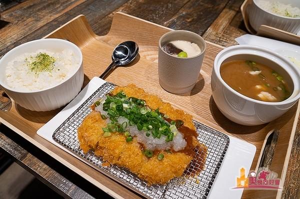 味噌湯、越光米飯免費續!澎湖唯一豬排店 酥脆、咬下會噴肉汁
