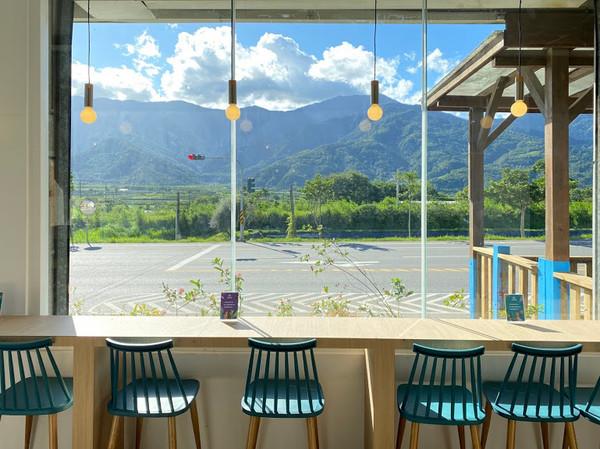 花蓮最新網美景點!山點頭咖啡館試營運 窗邊看綿延山林、火車經過好療癒