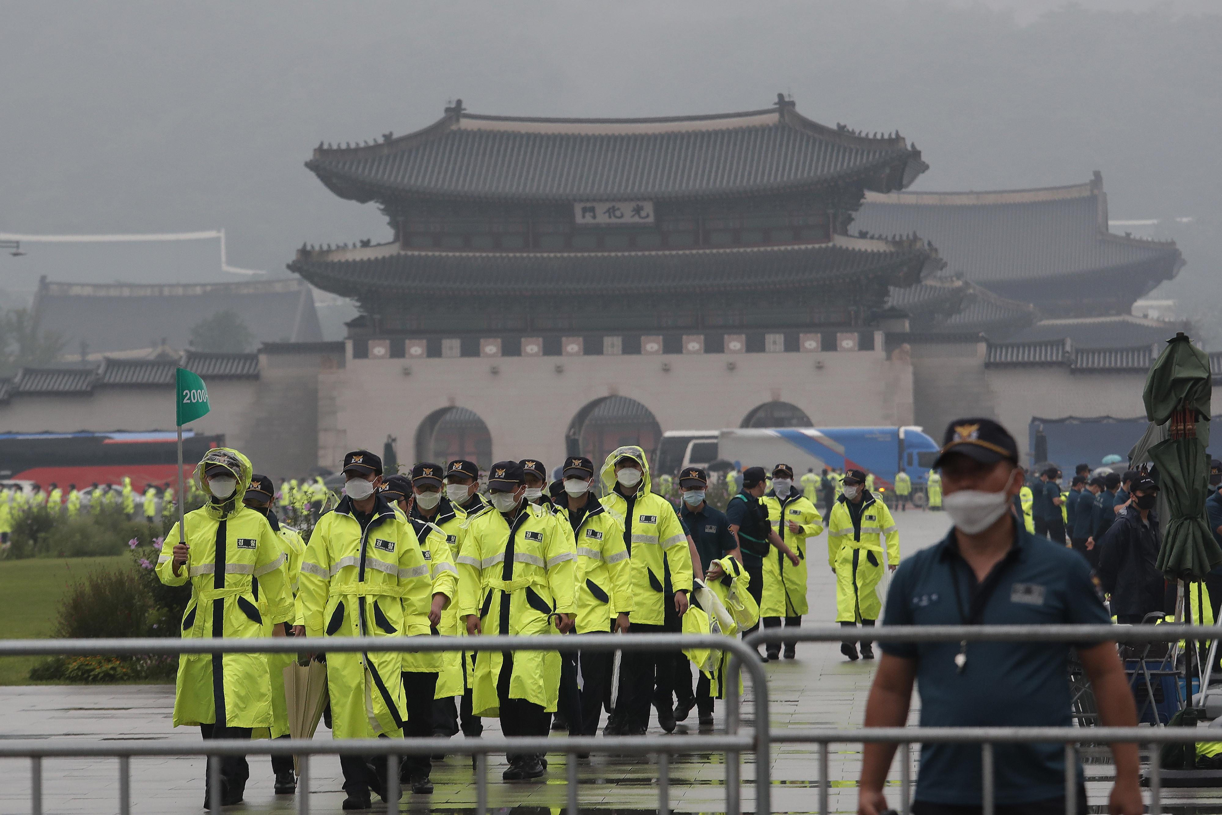 ▲▼15日首爾光化門示威集會參與者中,已累計53人感染(圖/達志影像/美聯社)