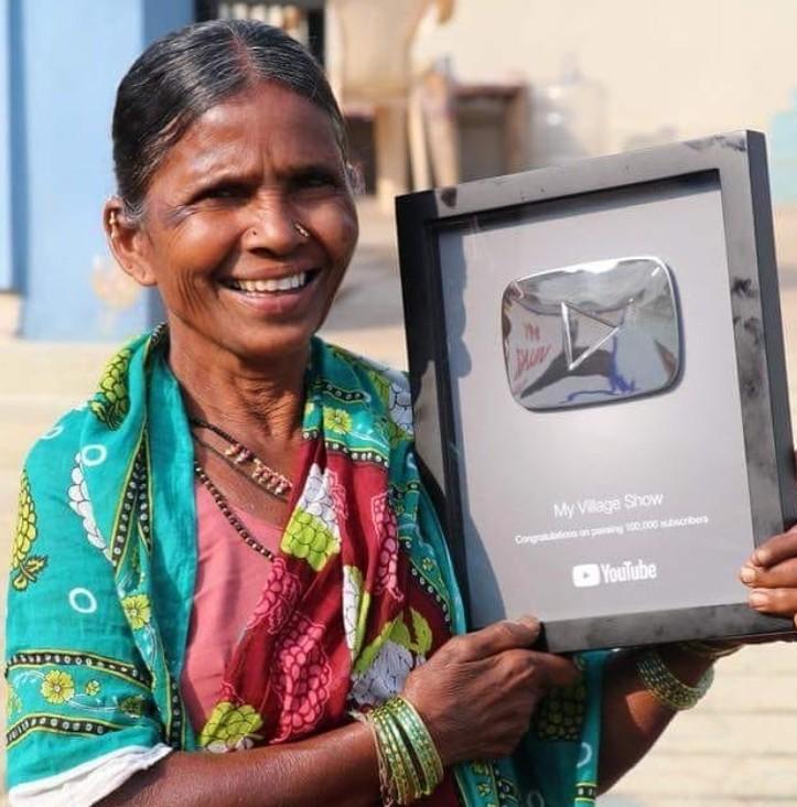 ▲▼印度老奶奶成為百萬訂閱YouTuber。(圖/翻攝自Instagram/gangavva)