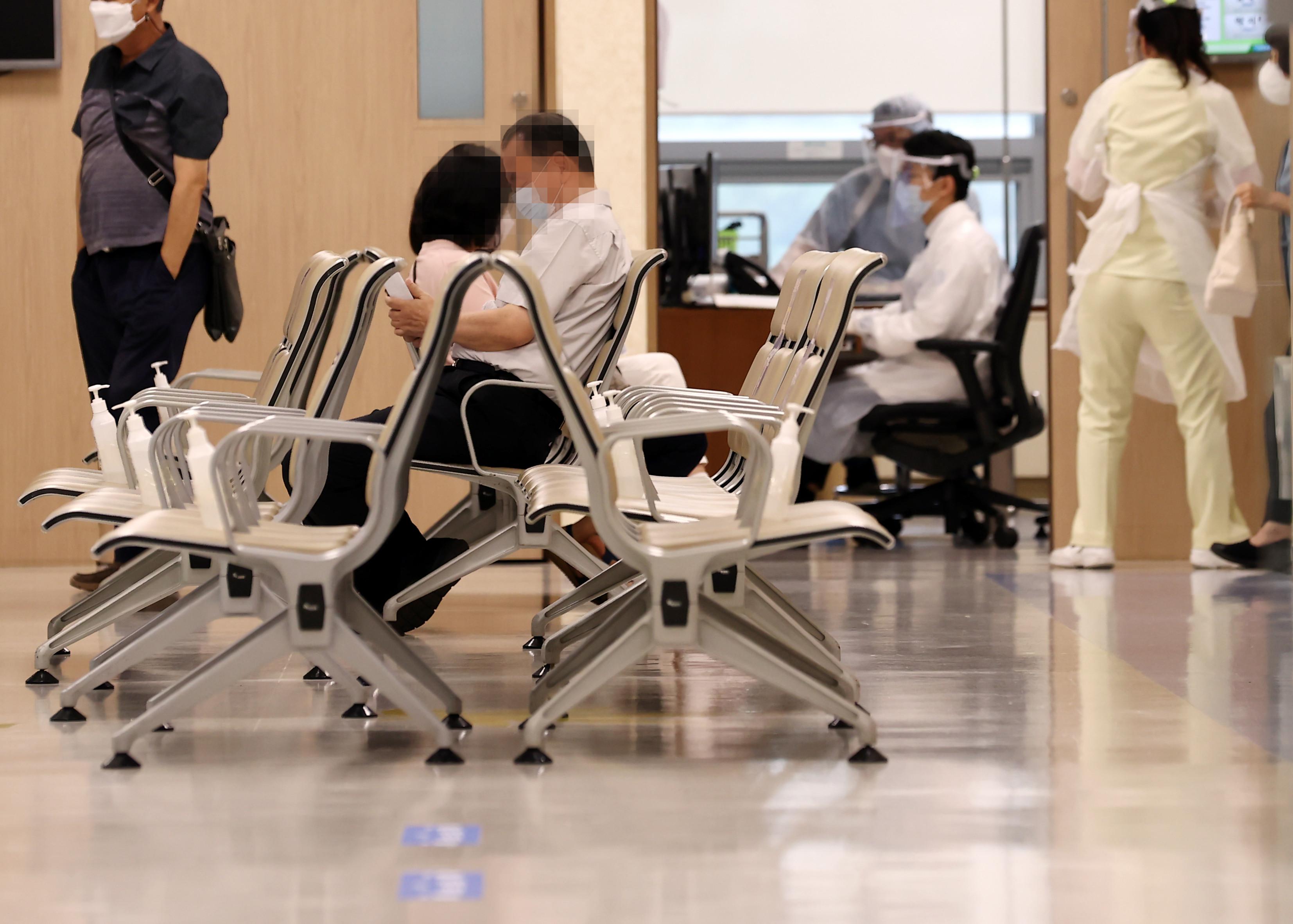▲▼南韓傳出醫療院所護理師、職員確診新冠肺炎。(圖/達志影像)