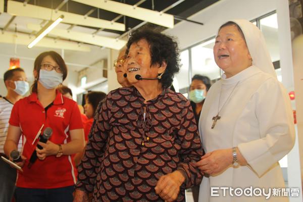 「雖然90歲但是沒關係」 阿嬤作畫排解思念老伴...捐畫義賣 | ETt