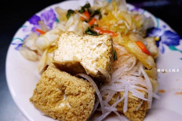 排一小時才吃得到!花蓮香酥臭豆腐 獨門泡菜佐蘿蔔絲香氣逼人 | ETto
