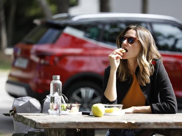 長途開車駕駛人怎麼吃?維持注意力靠飲食 垃圾食物最NG | ETtoda