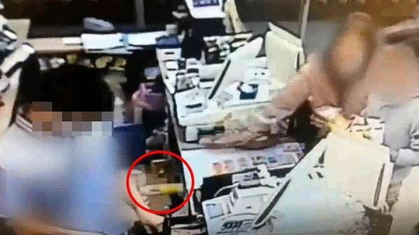 超商結帳順序爆衝突!她怒「掃落商品」被男客砸啤酒 抓大夜店員頭撞貨架  