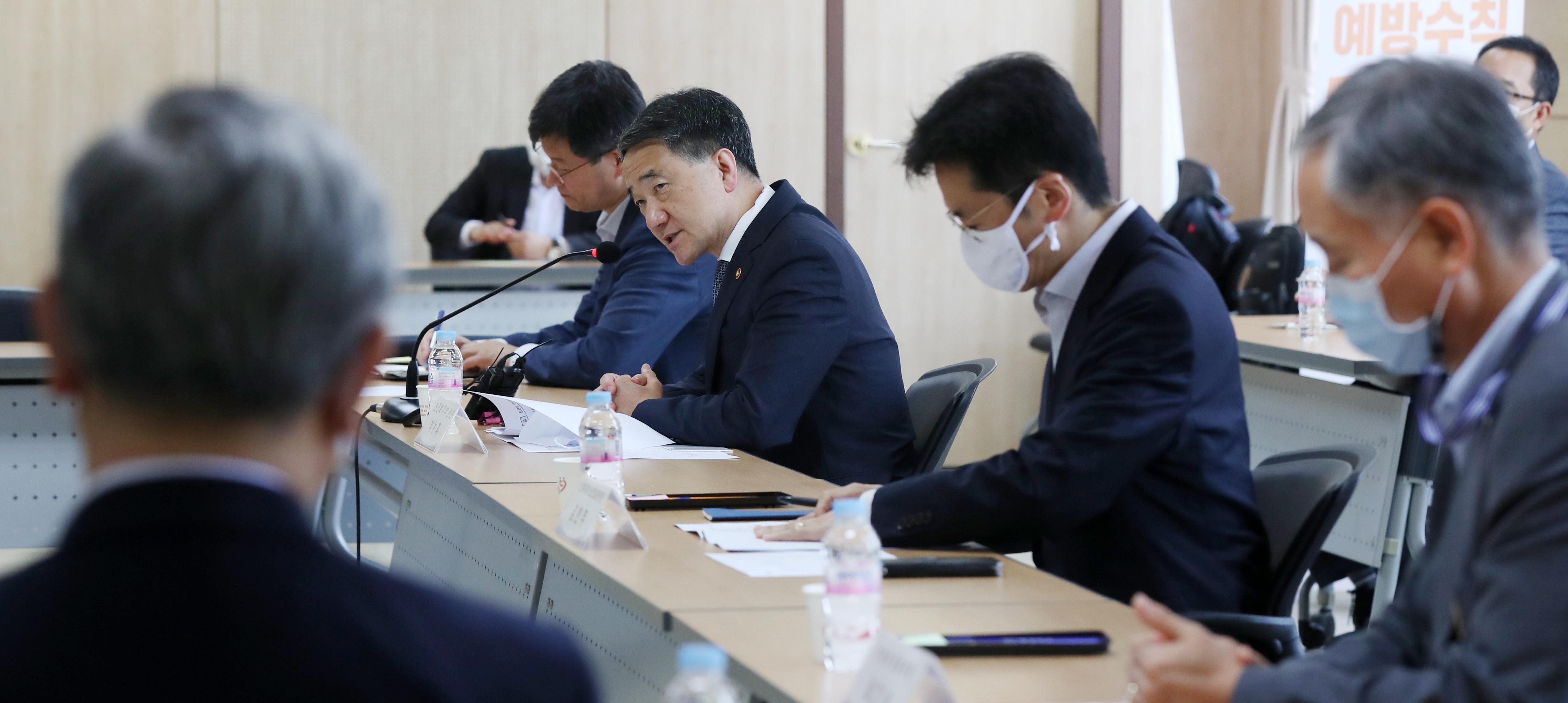 ▲▼南韓保健福祉部長與醫界人士協商,卻始終無法談出令雙方滿意的結果。(圖/達志影像)