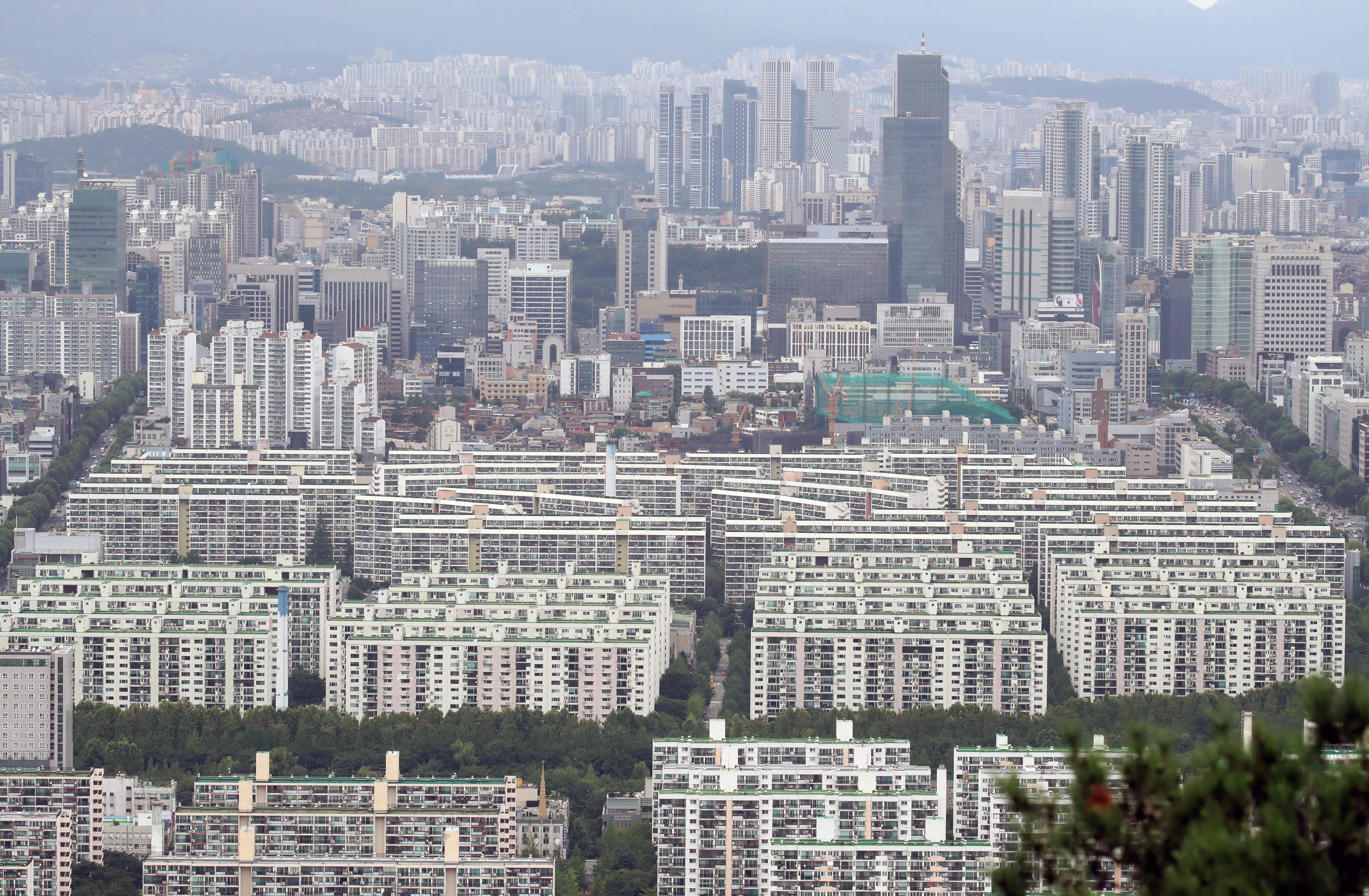 ▲▼首爾九老區一棟13層樓公寓傳出住戶集體確診。(資料照/達志影像)