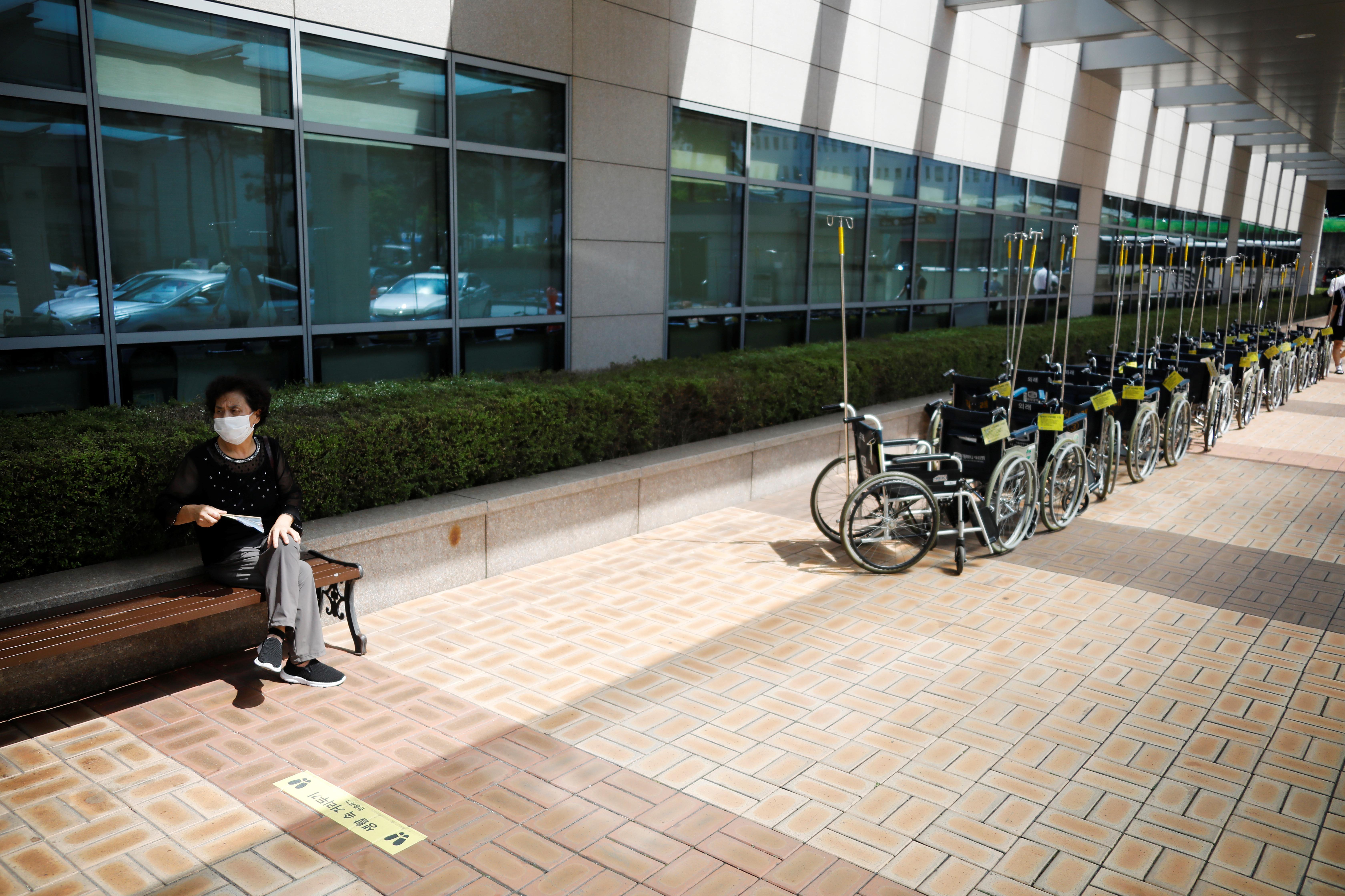 ▲▼南韓近日每天新增數百名確診者,醫療體系可能將瀕臨崩潰。(圖/路透社)