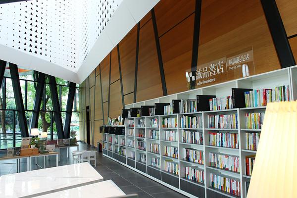 誠品進駐屏東最美「森林圖書館」!期間限定書店到11/15座落窗景大廳