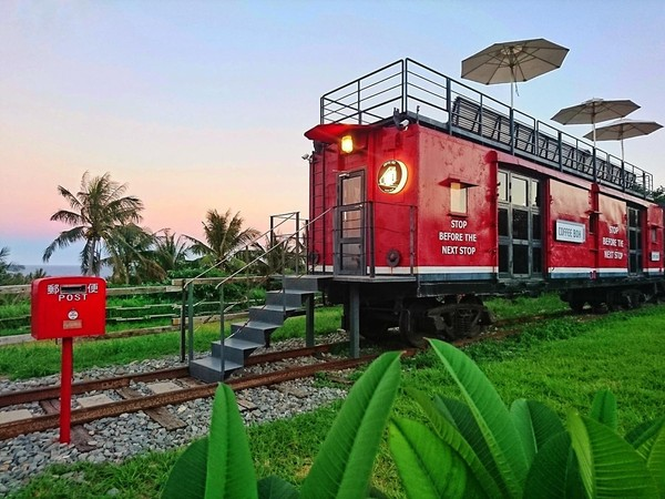 眼前就是蔚藍太平洋!都蘭隱藏版手沖咖啡列車 坐車頂爽嗑限量甜點