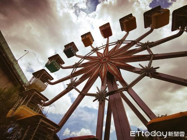 歷經5年才重新開放!遊樂園變身圓山自然公園 摩天輪成裝置藝術