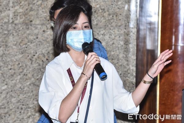 民進黨常委曝「學姊」黃瀞瑩也打完疫苗 「不會攻擊她該打就打」