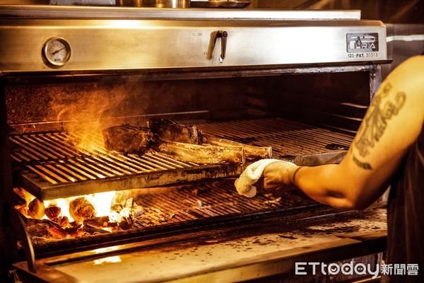 柴燒原木碳烤!棧直火廚房回來了 9/16插旗台北東區   ETtoday