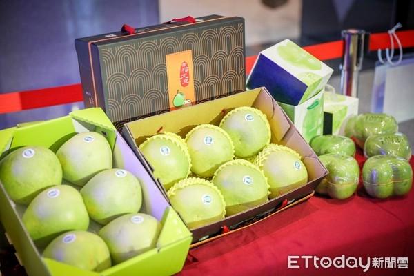 ▲ 新北幸福文旦柚禮盒上市 體驗柚花保濕噴霧純粹香味。(圖/新北市農業局提供)