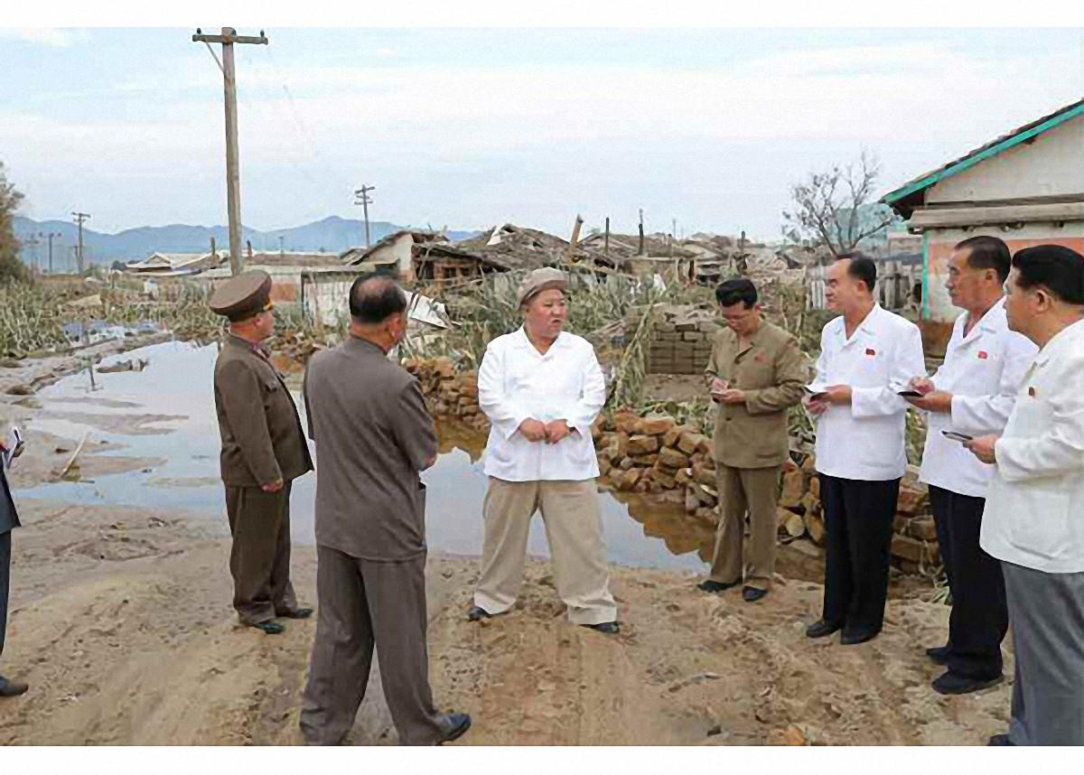▲▼強颱梅莎侵襲北韓,金正恩前往災區咸鏡南道視察。(圖/達志影像)