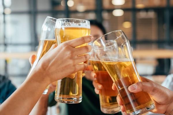 一瓶330ml罐裝啤酒等於半碗白飯! 喝多會變胖 3健康危機不輸烈酒 |