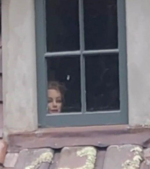 ▲▼參觀廢棄房屋 發現窗戶上有詭異人臉(圖/翻攝自tiktok/@rebabeba)