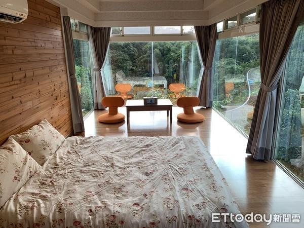 入住森林木屋中!雙溪「玻璃屋」住一晚免3千...還有螢火蟲、桐花相伴 |