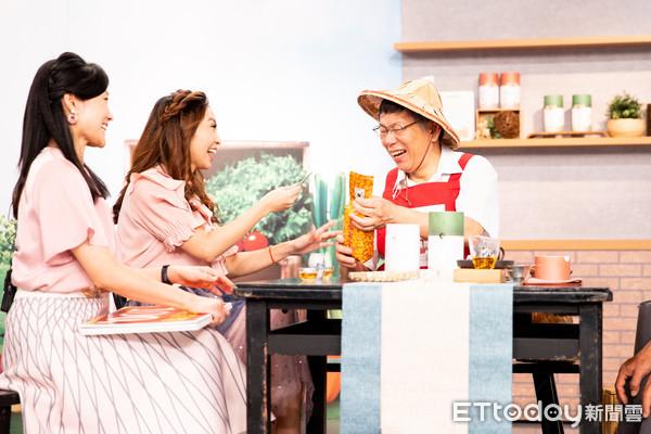 ▲▼柯文哲上東購銷售文山包種茶             。(圖/記者徐文彬攝)