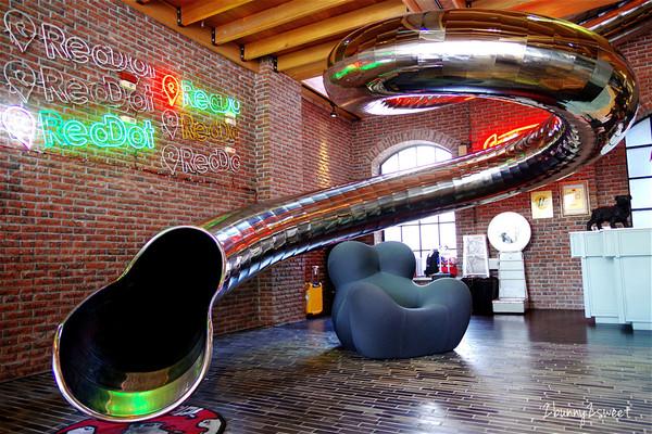 大人小孩搶著玩!台中溜滑梯文旅 浪漫霓虹燈+復古裝潢拍到瘋掉   ETt