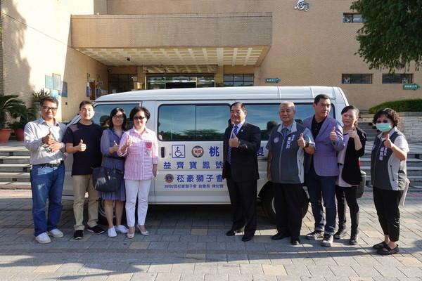 「做公益力挺阿燦市長」 桃園市民陳財寶捐贈復康巴士 | ETtoday地
