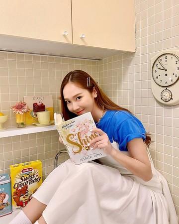 ▲▼Jessica(潔西卡)首部自傳式小說《Shine》即將在9月底出版。(圖/翻攝自潔西卡IG)