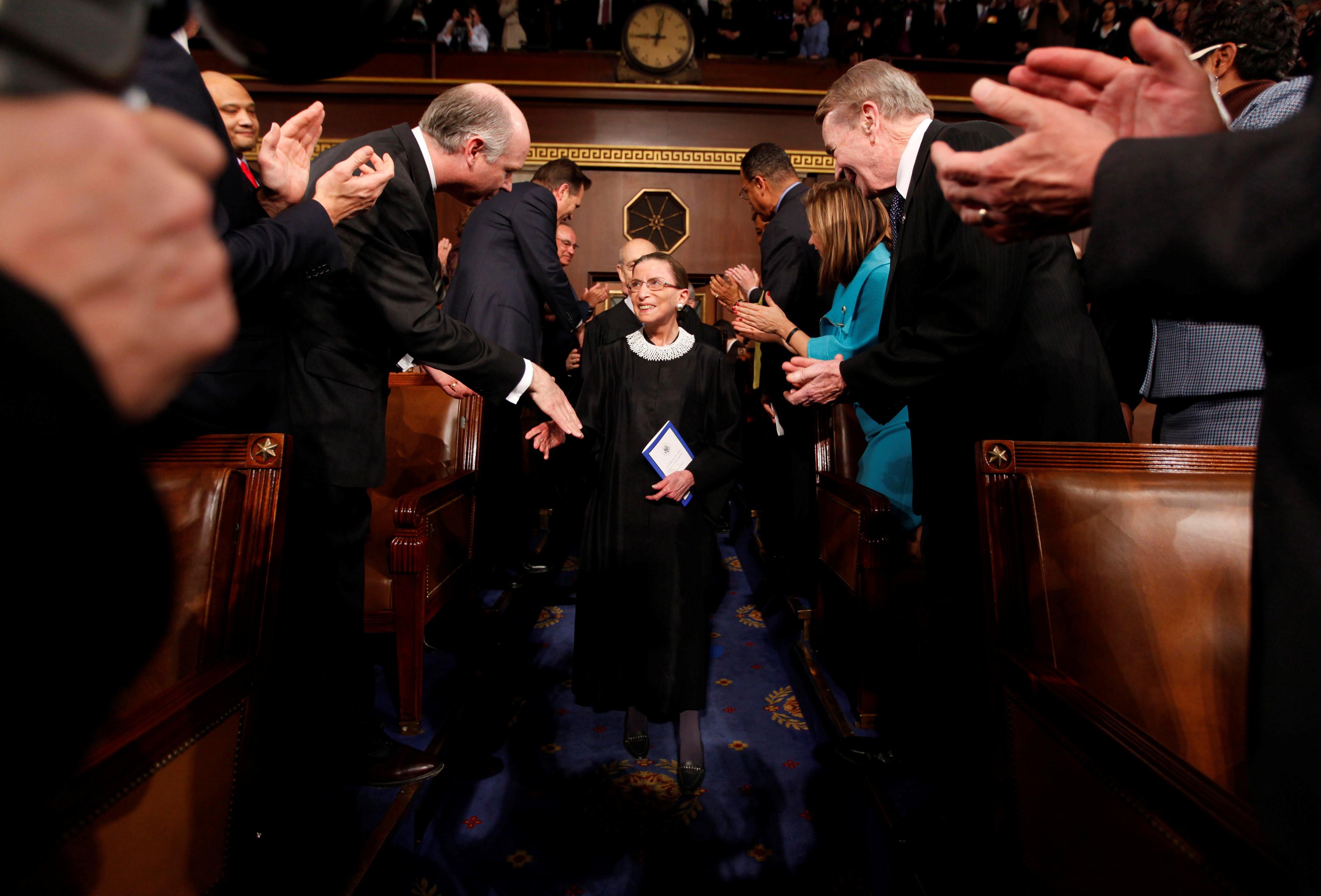 ▲美國大法官金斯伯格(Ruth Bader Ginsburg)逝世,享壽87歲,最高法院降半旗哀悼。(圖/路透)