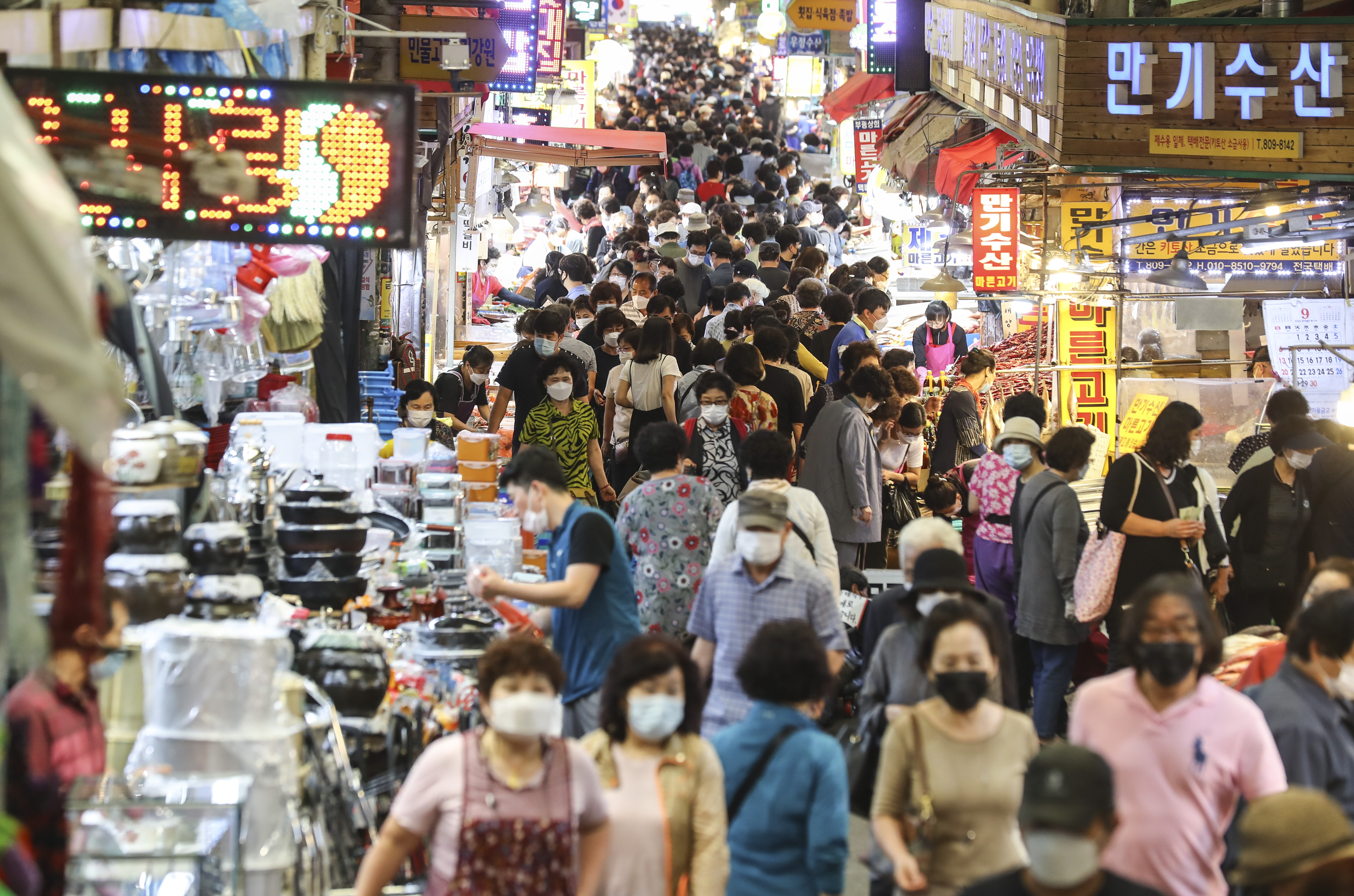 ▲▼中秋節為韓國二大傳統節日,人們聚集至釜山市釜田傳統市場。(圖/達志影像)