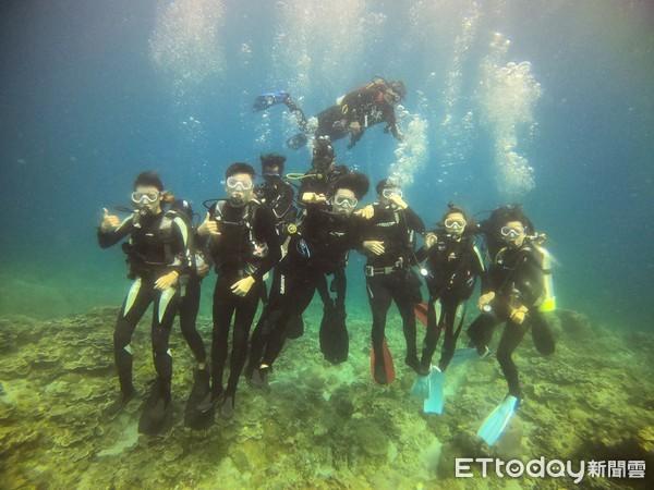 大同大學設計團隊前進綠島 打造海底郵筒