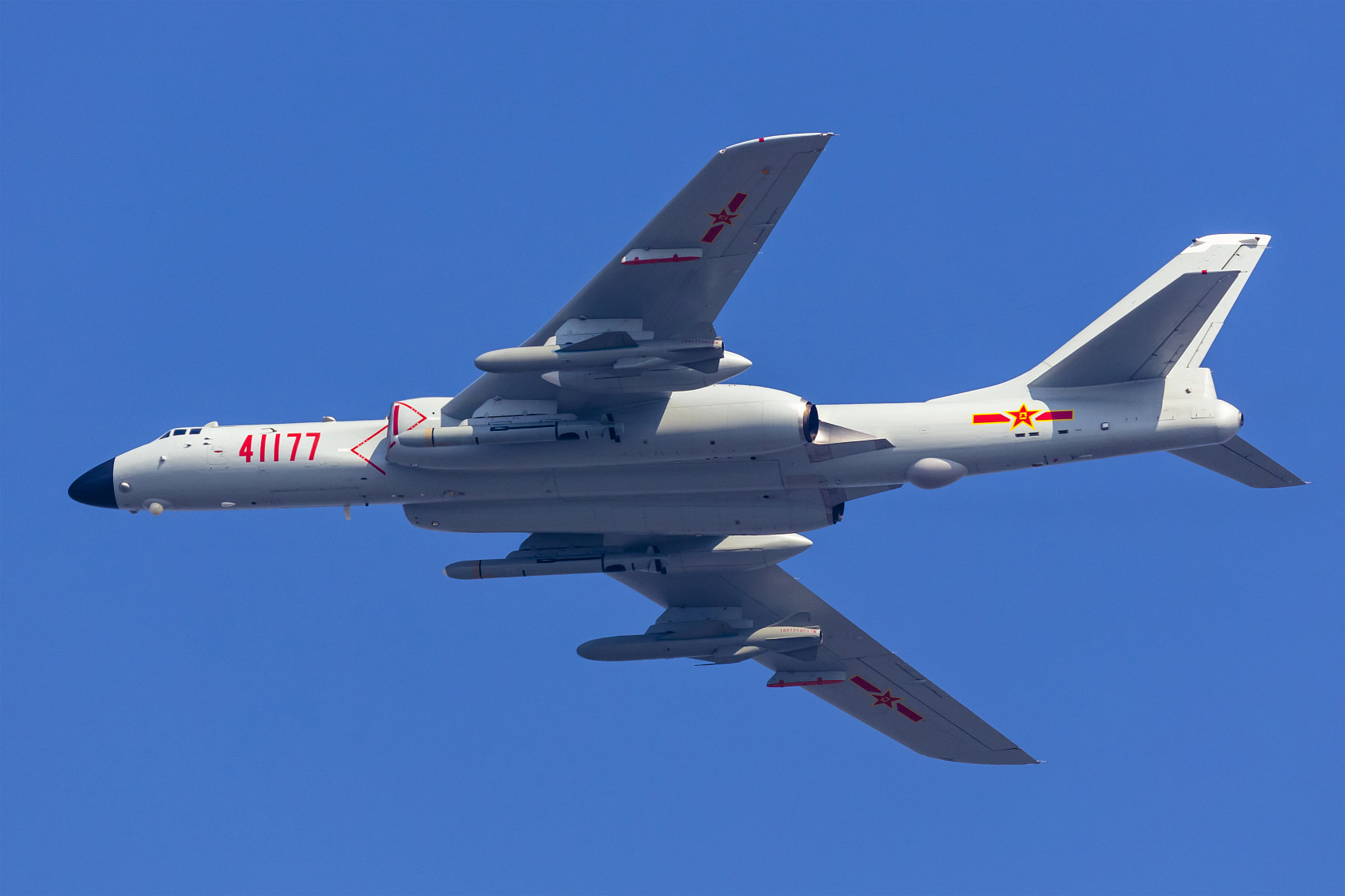 軍演,體系化作戰機群,共機,西南空域,轟-6K,南海,巴士海峽,空警-500,遼寧號,南昌號,菲律賓海,羅斯福號,IL-78空中加油機
