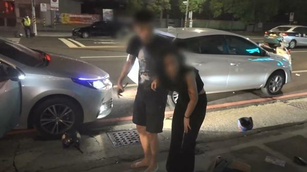 快訊/高雄鳳山大混戰!街頭嗆「看你沒有」 砸車追砍3男傷