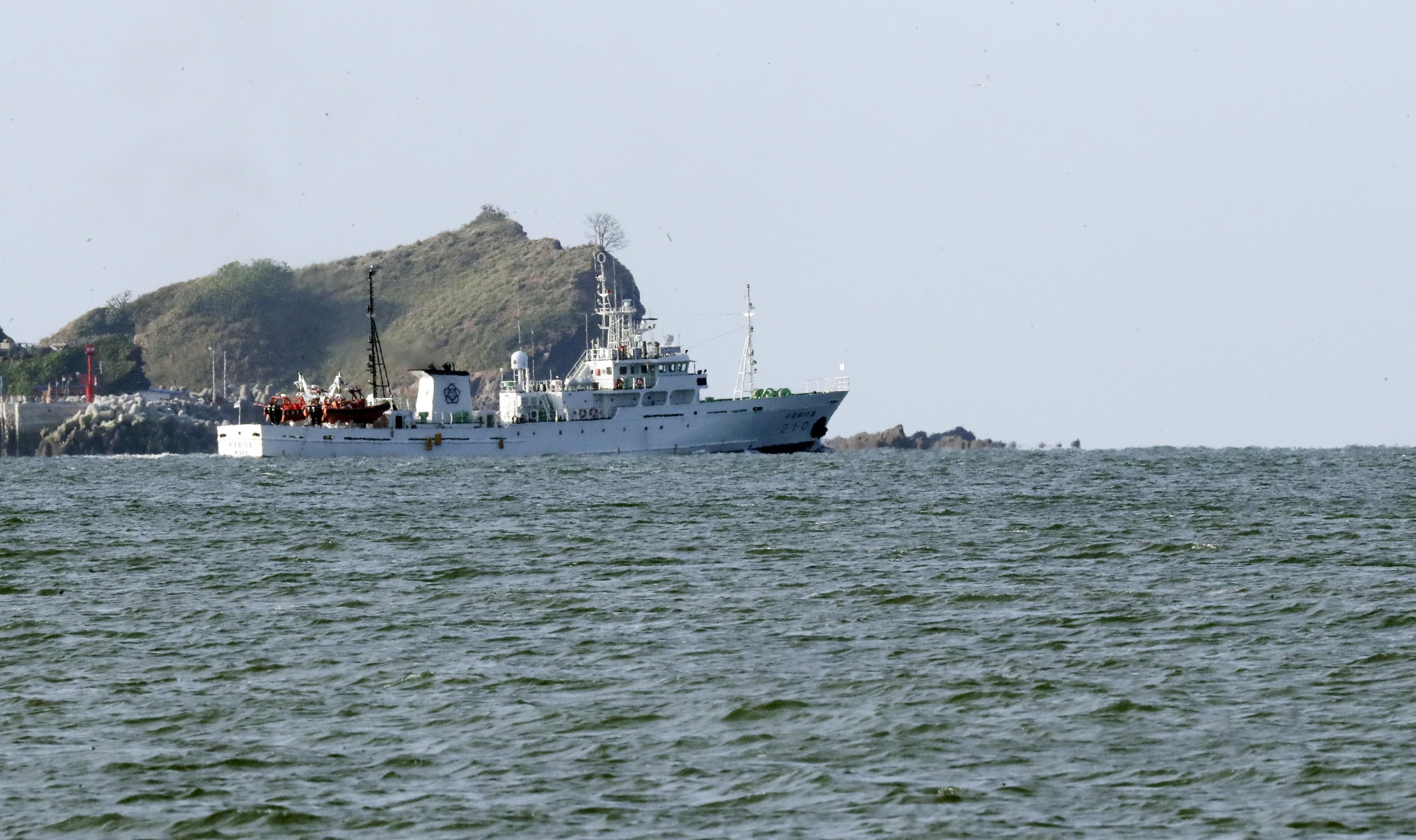 ▲▼26日,南韓政府漁業指導船隻現身延坪島海域。(圖/達志影像/美聯社)