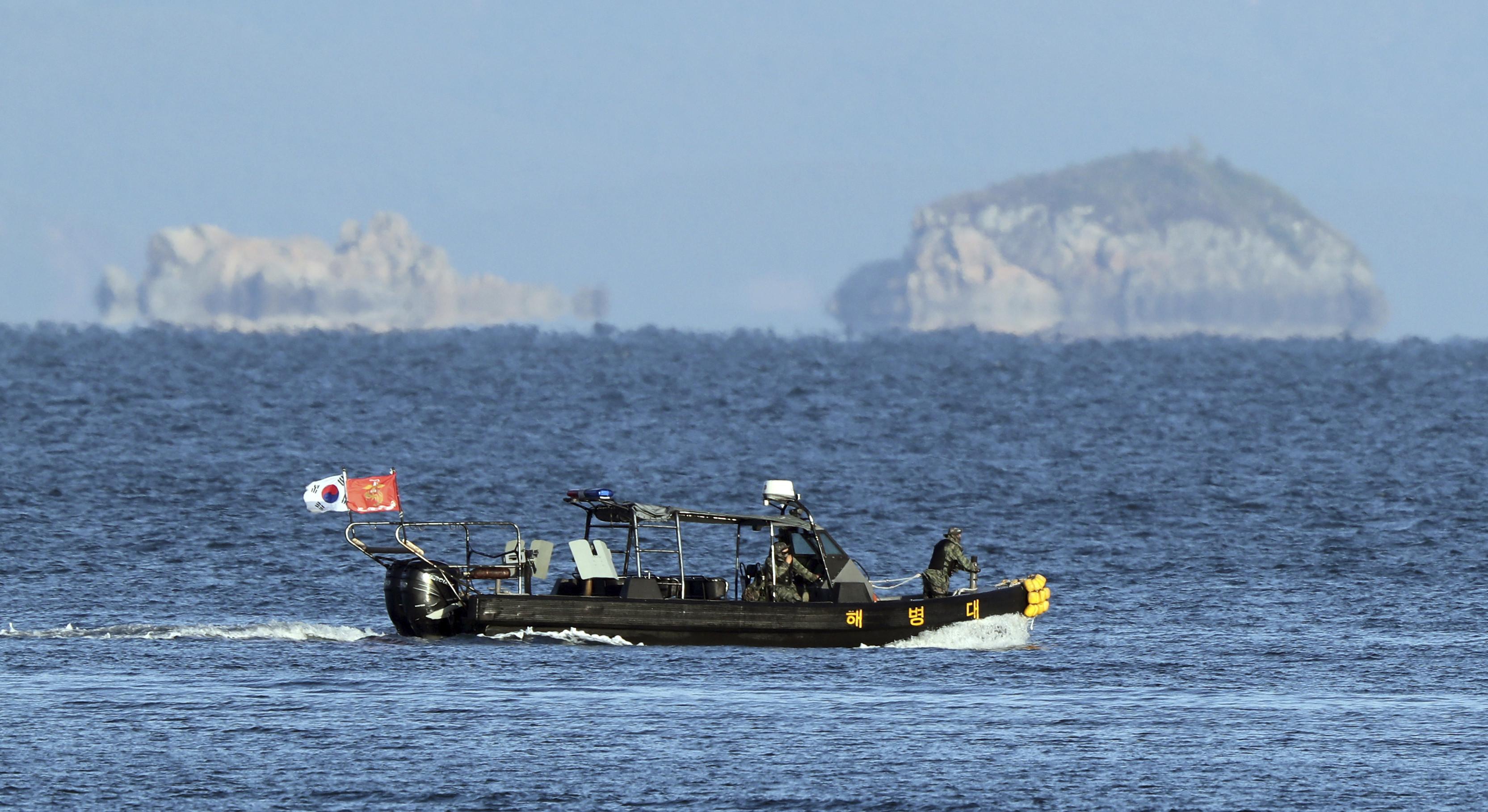▲▼南韓軍方與海警仍持續再延坪島海域展開搜索作業,盼能找出李某屍體。(圖/達志影像)