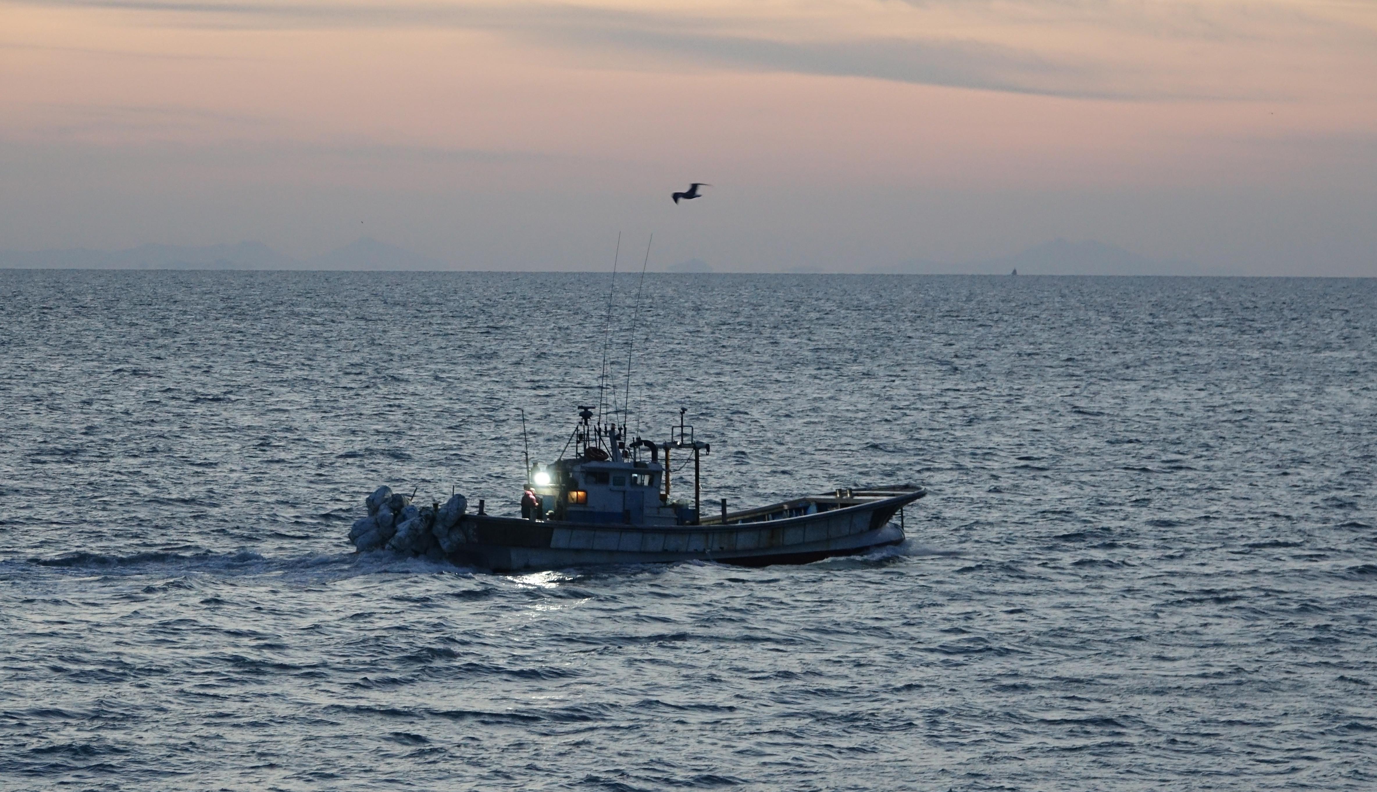 ▲▼延坪島居民與漁民認為,屍體搜索打撈作業根本如同大海撈針。(圖/達志影像)