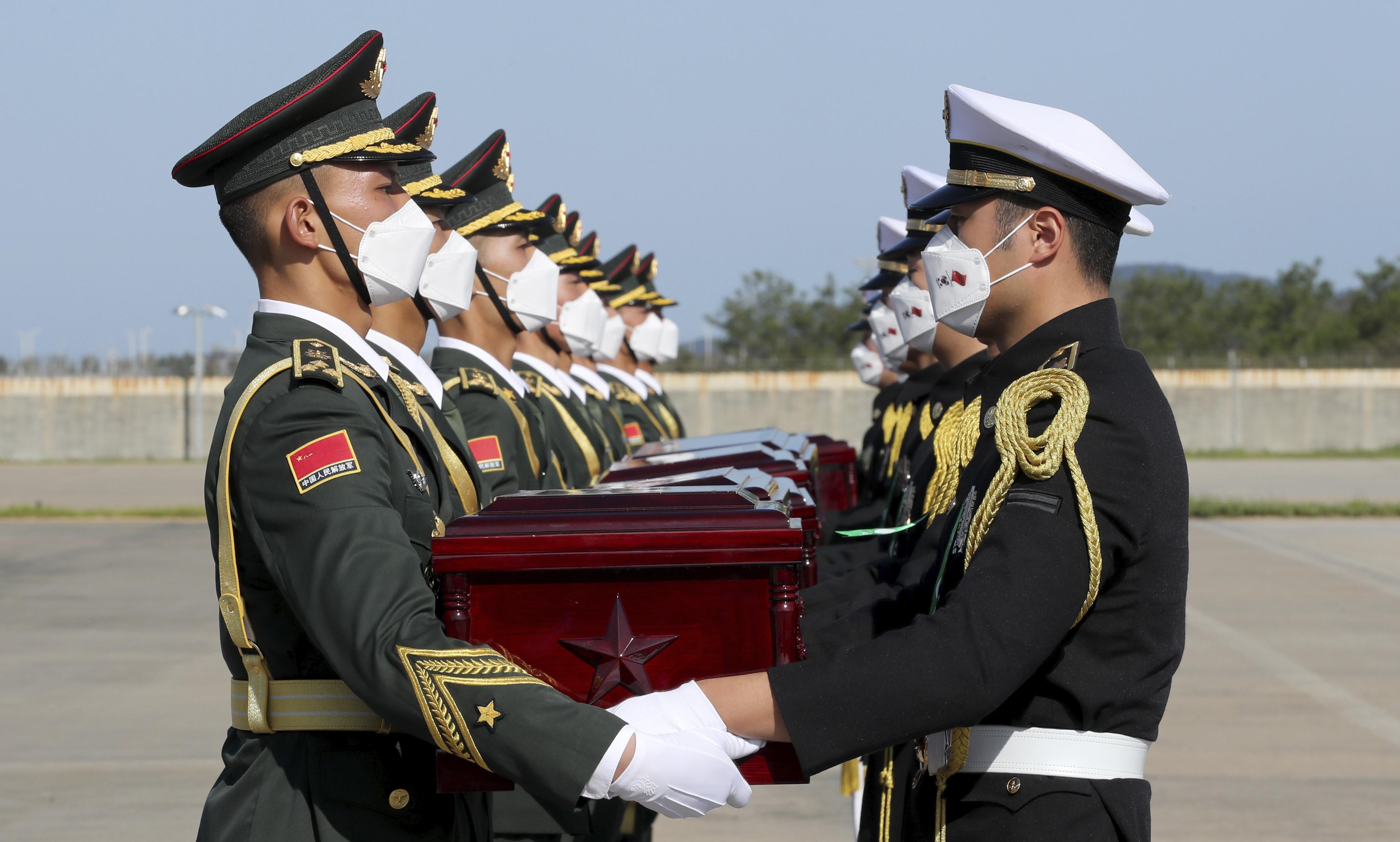 ▲▼南韓將117具韓戰解放軍遺骸交還給中方。(圖/達志影像/美聯社)