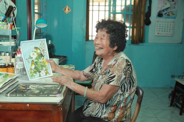阮老ㄟ天上能看到!90歲嬤「花15年繪千幅畫」贈亡夫 賣畫作公益 | E