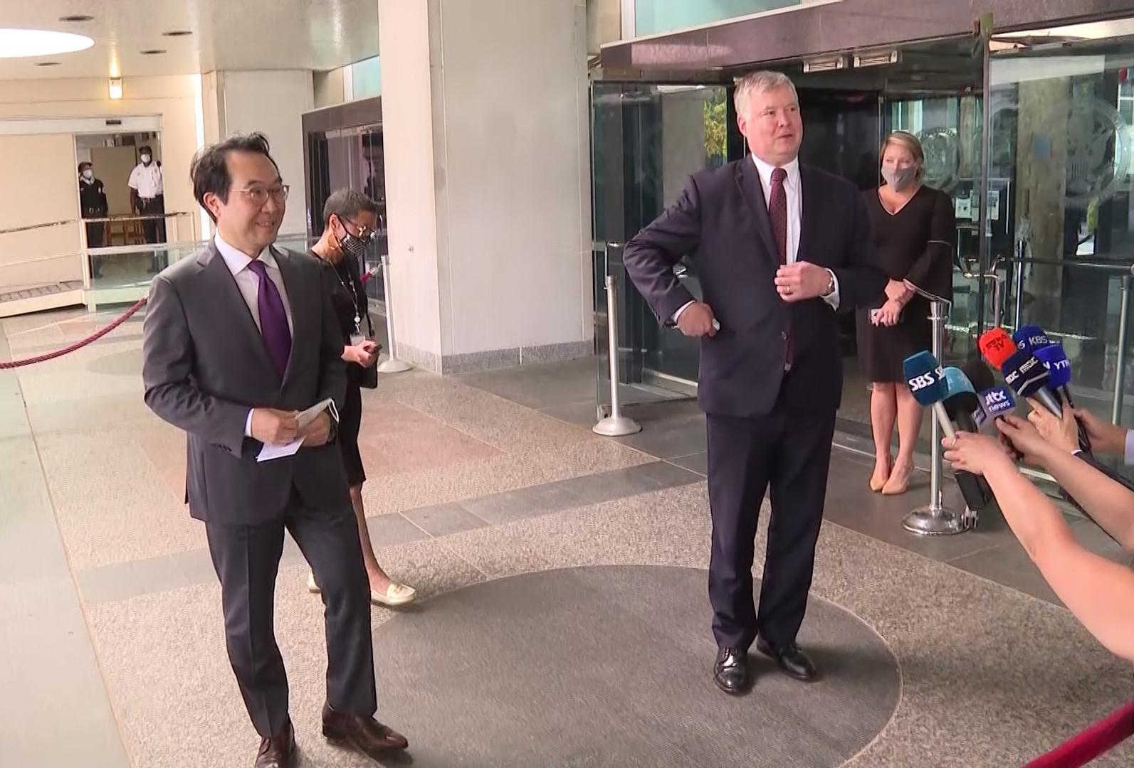 ▲▼美副國務卿畢根與南韓李度勳共同接受記者採訪。(圖/達志影像)