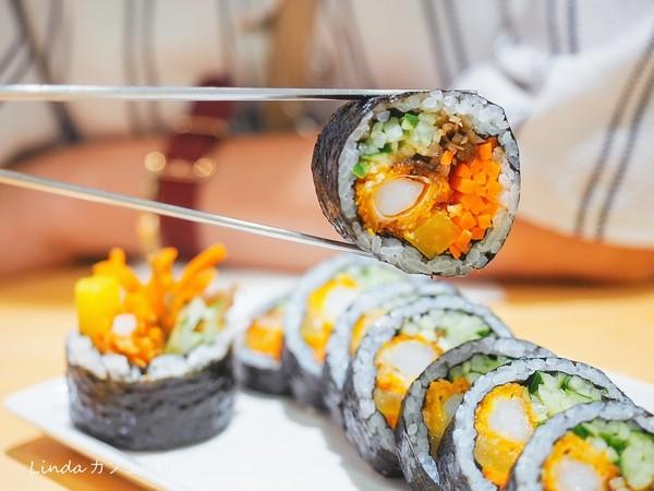 包整隻炸蝦!韓國人氣飯捲連鎖店插旗東區 吃得到海味爆濃炒碼麵 | ETt