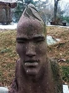 動物園遇見金鐘國石像,顴骨相似100%
