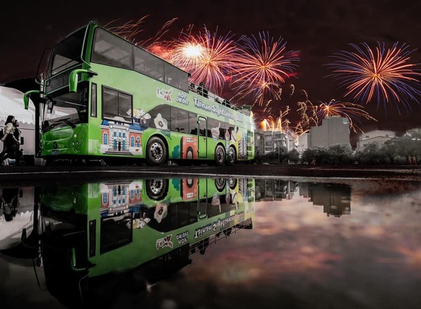 不用在會場內人擠人 府城客運推「搭雙層巴士觀賞煙火」 | ETtoday