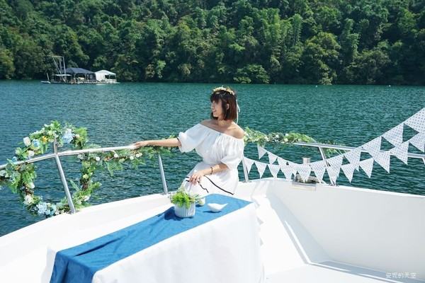 日月潭最新浪漫玩法!搭夢幻遊艇環湖、嗑下午茶 找尋月牙灣秘境   ETt