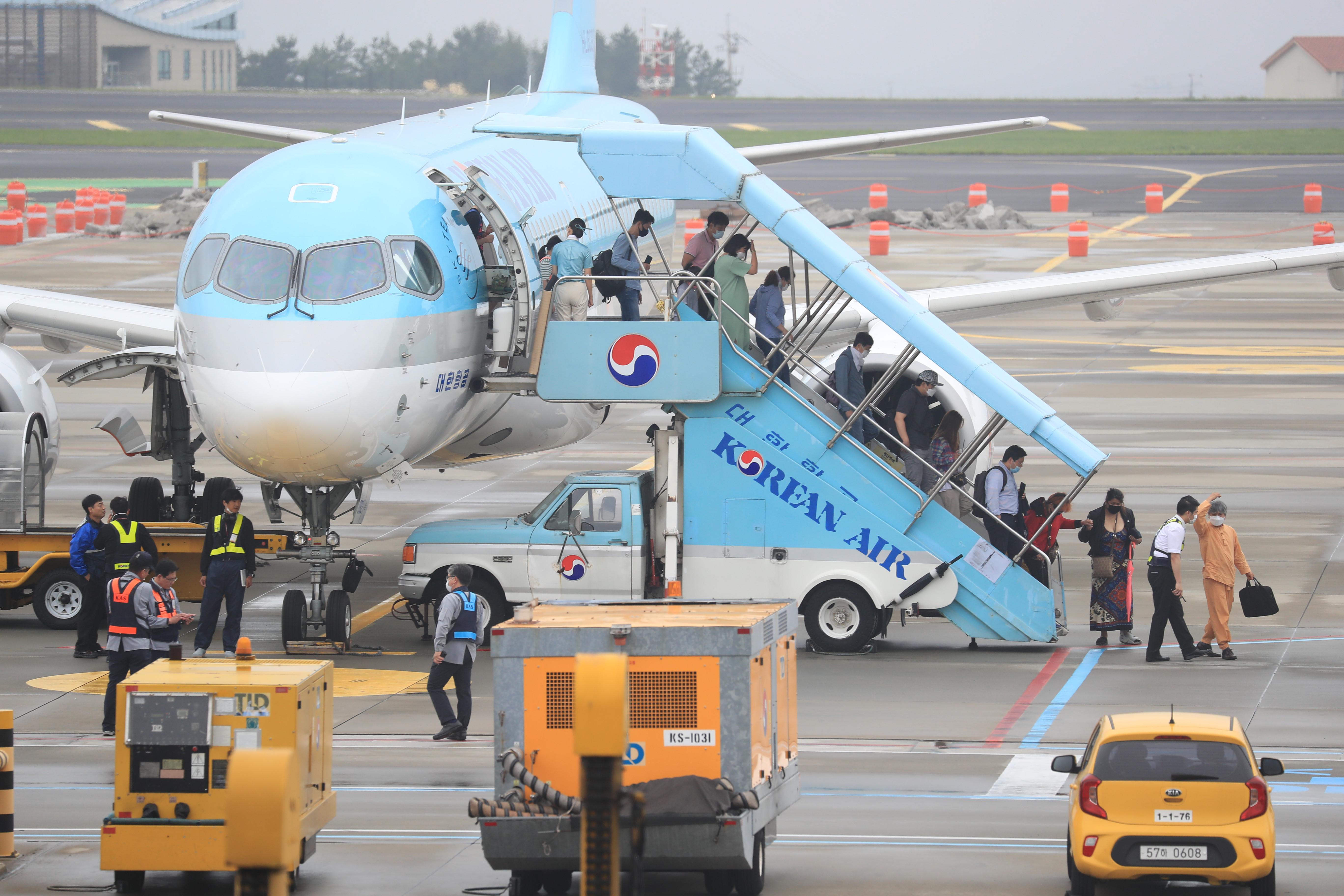 ▲▼一名13歲女童偷拿家人身分證,獨自從光州機場成功搭機前往濟州島。(示意圖/達志影像)