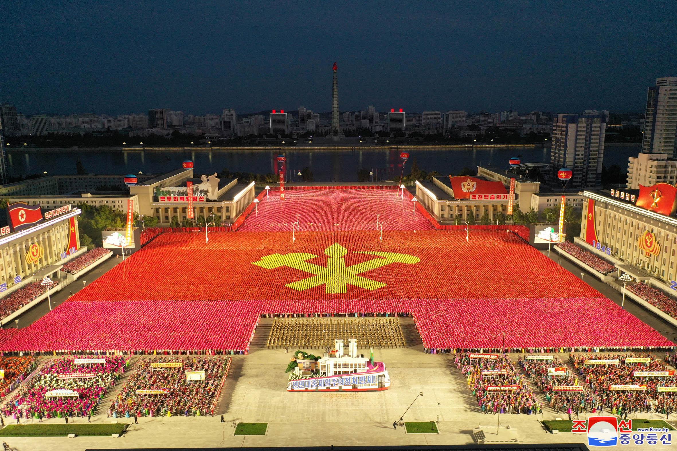 ▲▼北韓當局選擇在10日凌晨舉行閱兵,震驚國際。(圖/路透社)