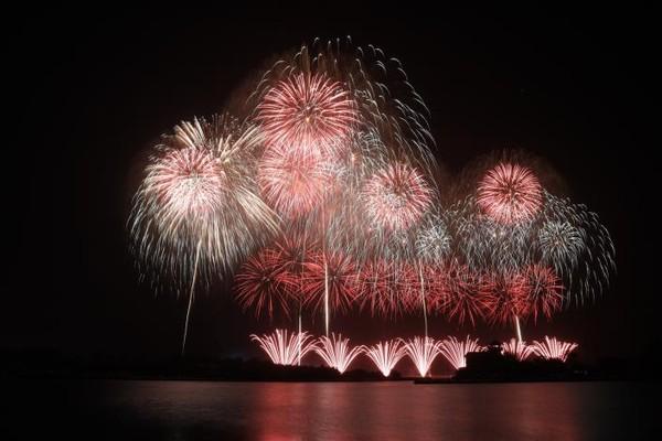 2.7萬發煙火點亮夜空!50萬人朝聖台南國慶煙火 大讚最美花火 | ET