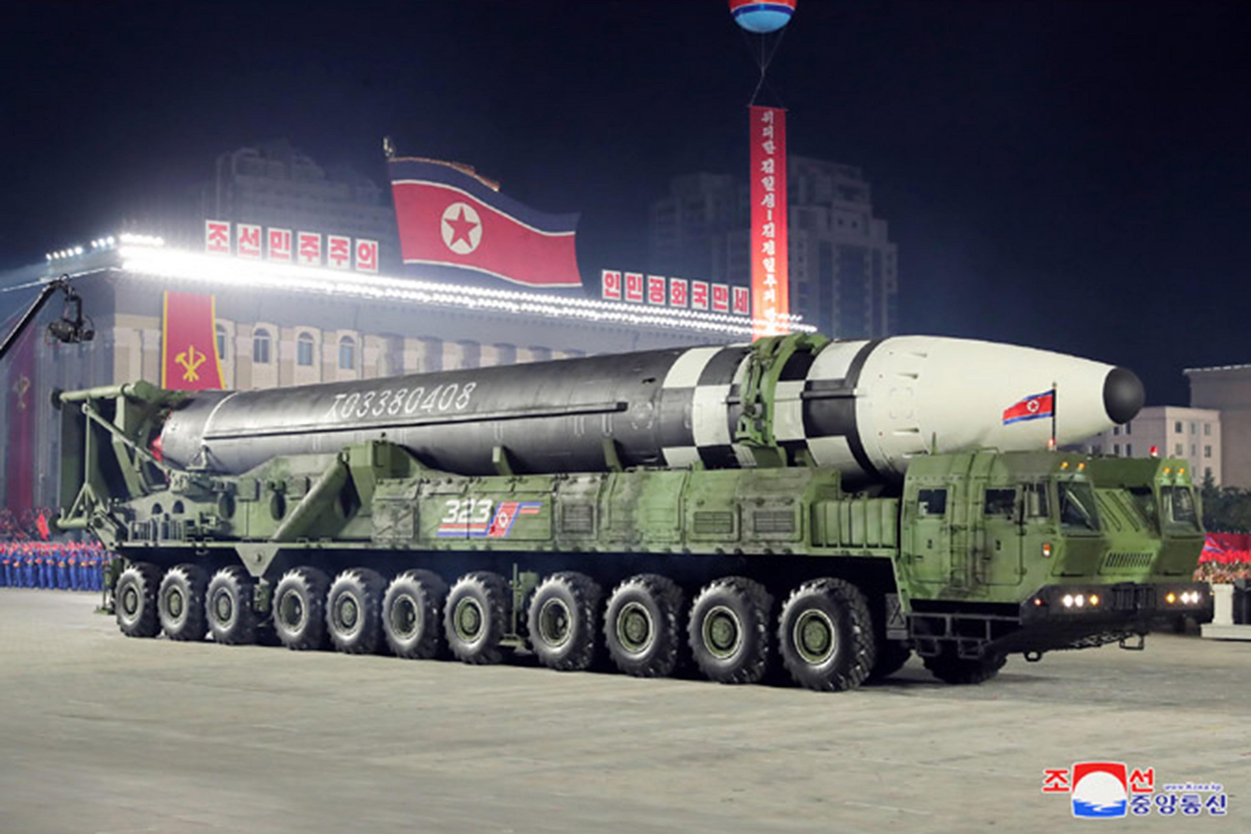 ▲▼北韓昨公開新型ICBM,讓美日軍事專家驚呼連連。(圖/達志影像)